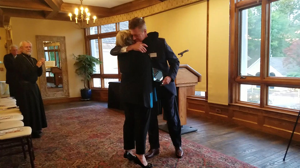 Carolyn Benthien, recipient of the Guardian Angel Award, hugs CCNH President and CEO Tom Blonski at the 2018 Annual Meeting.